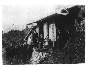 旧鷹狩風穴蚕種貯蔵所